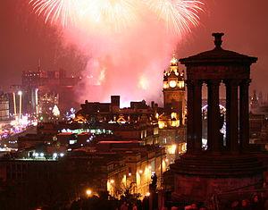 English: Fireworks over Edinburgh on New Year'...