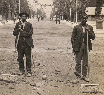 chain_gang_street_sweepers_1909